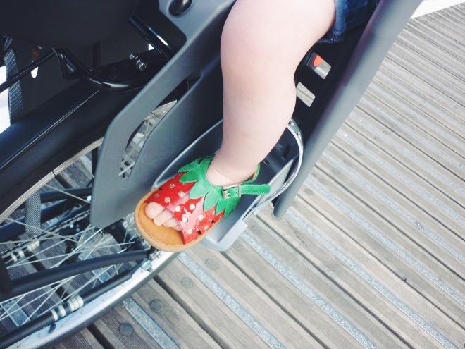 vélo bébé sandale pom d'api poppy strawberry